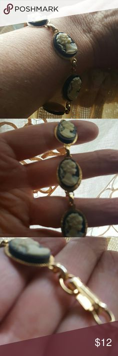 """Braclet Vintage...beauty cameo braclet....6 cameos fits sm to med wrist ....clasp in working condition...measures 8"""" Vintage Accessories"""