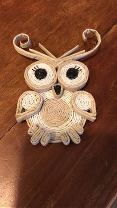 Crafts To Make, Arts And Crafts, Recycled Paper Crafts, Book Page Crafts, Basket Crafts, Paper Owls, Magazine Crafts, Paper Weaving, Cardboard Art