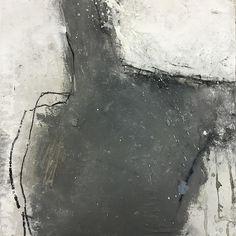 Ines Hildur, figure en gris
