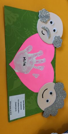 Friends who want to mold can make the necessary arrangements yourself through the picture.Friends who want to Grandparents Day Preschool, Grandparents Day Cards, Fish Crafts, Diy And Crafts, Crafts For Kids, Paper Crafts, Mothers Day Crafts, Valentine Day Crafts, Toddler Crafts