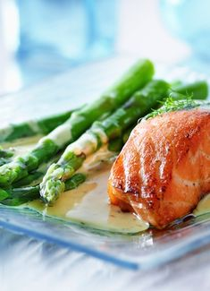 4 Ingredient Meals Under 400 Calories // featured: Honey-Mustard Salmon, only 280 calories via Skinny Mom #clean #fastfood