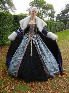 Beautiful gown with outerwear. Renaissance Festival Costumes, Renaissance Costume, Medieval Costume, Renaissance Fashion, Medieval Dress, Renaissance Dresses, Fairytale Gown, Fairytale Fashion, Tudor Costumes