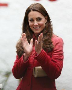 Kate Middleton com look todo vermelho (Foto: AFP / Agência)