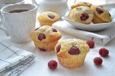 Ci vuole poco per rallegrare la colazione e questi muffins mettono davvero allegria: sono soffici e colorati, profumatissimi e strapieni di frutta fre...