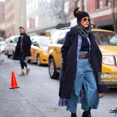 If wrinkled is the new trend . . . . This cat got the memo😹 #newyork #streets #ironless #household #keepitreal #butmakeitfashion #nyfw #aw18 #streetstyle #fashion #photography #mom? #fashion #wrinkle #trend 🤷🏻♀️ 📸@sperzphoto