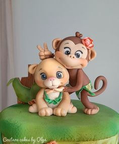 Zoo - cake by Couture cakes by Olga Fondant Cake Toppers, Fondant Figures, Fondant Cupcakes, Cupcake Toppers, Polymer Clay Animals, Polymer Clay Crafts, Sugar Animal, Zoo Cake, Decoration Patisserie