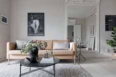 Greige living - Greige color trend - the perfect neutral color for wall paint - #greige warm grey inspirations on ITALIANBARK interior design blog