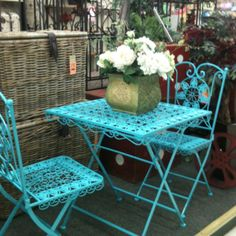 Turquoise table and chairs!