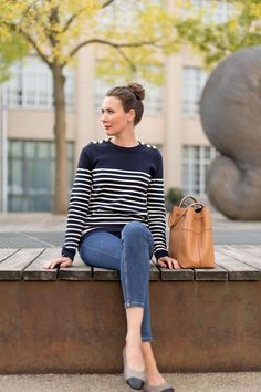 Outfit: Petit Bateau Stripes Sweater | Fashion, Food, Beauty & Lifestyle Blog from Germany | #sweater #jeans #karlsruhe #falloutfit #autumnlook #herbstmode #streifenliebe #paulhewitt