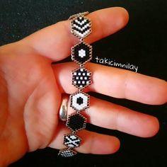 Fish Hook Necklace, Cork Necklace, Beaded Earrings, Beaded Jewelry, Jewelry Illustration, Bead Loom Bracelets, Jewelry Model, Bracelet Tutorial, Bracelet Patterns