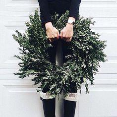 Si aún no te has animado con algunas decoraciones de estas fiestas prueba a hacerlo en casa!! Vandaag alweer tweede kerstdag! Wat staat er op jullie planning?  #love #life #christmas #christmas2015 : @girlscene.nl  #staytunned #emonkibiza #christmas #surprises #wecantwait  #Xmas #snow #presents #happymoments  #boho #boheme #bohemian #handmade #soul #gypsy #hippie #bohoboots #bohosneakers #bohouggs #bohosandals #bohoshoes #ilovemakeup #eotd #beautybycassie93 #smokeyeyes