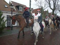 De kerstrit van manege De Seeruyter op Vlieland. Kom genieten tijdens de kerstvakantie!