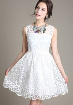 White Floral False 2-in-1 Round Neck Lace Dress