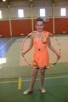 A Mariana quando praticava ginástica ritmica, com arco, Maio de 2007