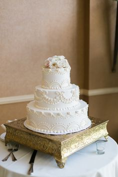 white classic wedding cake http://trendybride.net/the-club-at-key-center-ohio-wedding/ {trendy bride}