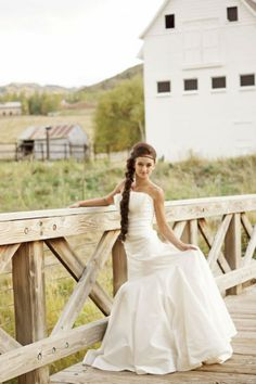 Rustic wedding gown from rusticweddingchic.com