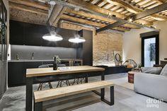 Un sólo espacio para cocina, comedor y salón: elegancia y calidez en un estilo 100% industrial #homedecor #interiordesign #drömliving