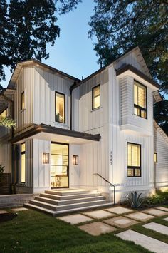 Portella windows and doors for Andrea Calo - Home & DIY Bungalow, Villa, Austin Homes, Modern Farmhouse Exterior, Window Design, White Houses, Style At Home, Exterior Design, Home Styles Exterior