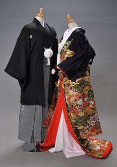 male and female kimonos. Traditional Japanese Kimono, Traditional Dresses, Japanese Female, Japanese Outfits, Japanese Fashion, Japanese Clothing, Geisha, Kimono Outfit, Japanese Wedding