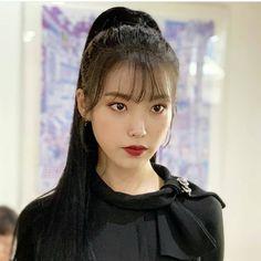 One of my favorite look for IU 😍 . Kpop Girl Groups, Kpop Girls, Korean Girl, Asian Girl, Iu Hair, Luna Fashion, Korean Celebrities, Korean Actresses, Ulzzang Girl