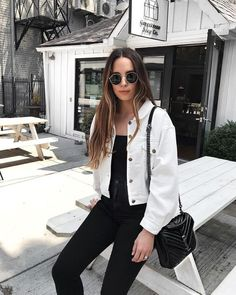 70 Casual Outfits With Denim Jeans To College This Fall 2018 - looks❣️ - Jackets White Jacket Outfit, Jean Jacket Outfits, Outfit Jeans, Cropped Denim Jacket Outfit, Denim Jacket Styles, Denim Jacket Black, Denim Jacket Outfits, Off White Jacket, White Denim Jeans