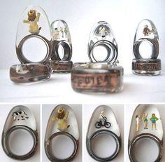 resin, metal rings, miniature figures. Résine et métal pour inclusion de figurines miniatures.