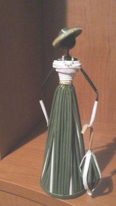 Yarat c Projeler Gazete ka tlar ndan dekoratif Afrikal k zlar Decorative African girls from newspaper papers Recycled Paper Crafts, Straw Crafts, Newspaper Basket, Newspaper Crafts, Newspaper Paper, Paper Basket Weaving, Rolled Paper Art, African Dolls, African Art
