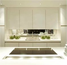 Modern Kitchen | Mirror splashback | Love
