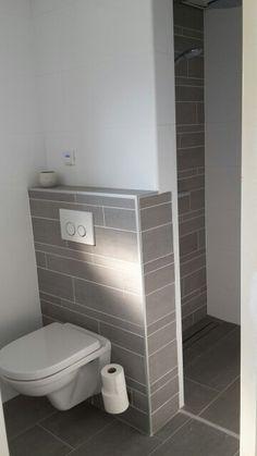 Badkamer: inloopdouche en toilet