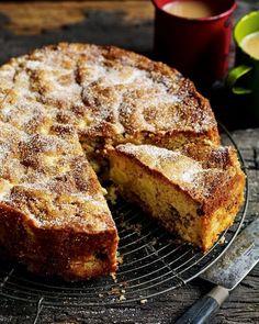 Chunky apple, raisin, walnut and cider cake Köstliche Desserts, Delicious Desserts, Dessert Recipes, Yummy Food, Picnic Recipes, Health Desserts, Dessert Ideas, Food Cakes, Cupcake Cakes