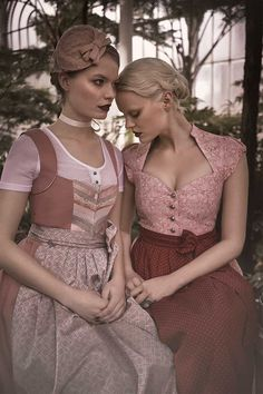 On point in Tracht! Ludwigs' Top 5 favorite Dirndl Designers 2016 – www. Costume Halloween, Folk Costume, Vestidos Vintage, Vintage Dresses, Hanfu, Cheongsam, Retro Outfits, Vintage Outfits, Dirndl Blouse