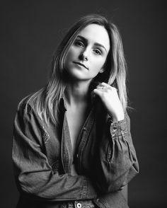 Kdo by chtěl taky takový portrét? Domluvíme se! @martina_styling #portraitphoto #czechblogger #fashionista #photographer #denimfashion #czechgirl #studiophotography #czechrepublic #foceni #portret #fotograf
