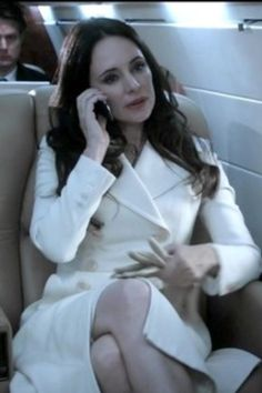 Revenge in white. The finale from the pilot episode. Subsequent seasons have not lived up to the bar that was established then. Victoria Grayson, Madeleine Stowe, Revenge, Pilot, Tv Shows, Seasons, Bar, Seasons Of The Year, Tv Series