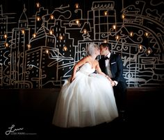 Picture perfect Thompson Hotel Toronto Wedding – Photography: Lisa Mark Photography