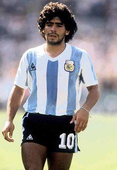 Diego Armando Maradona (Argentina), On 18 June Maradona scores, against Hungary, his World Cup goal at Football Drills, Football Icon, Best Football Players, Football Is Life, Retro Football, World Football, Vintage Football, Soccer Players, Football Soccer