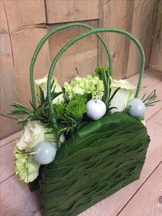Indoor Wedding Ceremonies, Wedding Ceremony, Creative Crafts, Creative Design, Floral Bags, Floral Purses, Flower Bag, Arte Floral, Grapevine Wreath