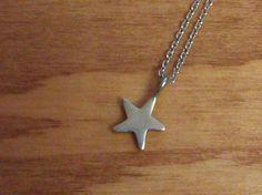 ☆ネックレス ぽってりと厚みのある星モチーフのシンプルなネックレスです。素材はアレルギーの起こりにくい、Silver 925(銀)なのでずっと身につけていられ... ハンドメイド、手作り、手仕事品の通販・販売・購入ならCreema。