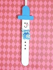 Snowman Popscicle Stick Ornament. This page has a ton of cute popsicle / craft stick craft ideas for kids.