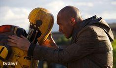 «Страховщик»  Испанский фантастический неонуар с лысым Бандерасом в главной роли — такое описание, пожалуй, интригует даже больше сюжета. 2044 год. Большую часть Земли занимает радиоактивная пустыня, роботы строят стены, чтобы отгородить людей. Эти создания были сделаны для защиты, но однажды герой Бандераса поймет, что роботы не так безопасны, как кажется. Фильм вызовет у зрителей массу эмоций, которые даже невозможно будет описать.