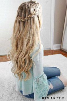 Easy Hair Ideas For School  : In love with this hairstyle  The lovely Missy (Missy Sue Blog) wears her 220g