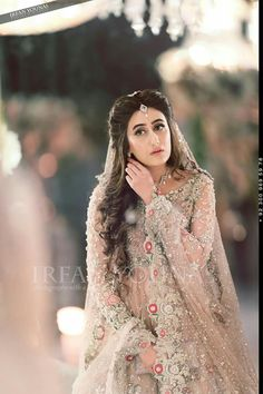 Beautiful enggmnt bride Pakistani Bridal Couture, Pakistani Bridal Makeup, Nikkah Dress, Pakistani Formal Dresses, Pakistani Outfits, Indian Dresses, Asian Wedding Dress, Asian Bridal, Pakistani Bridal Hairstyles