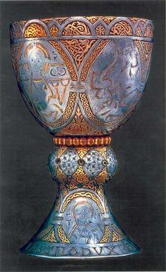 Tassilo III, 788.- CHARLEMAGNE. 4) BIOGRAPHIE. 4.5 ELARGISSEMENT DE TERRITOIRE. 4.5.6 LA BAVIERE, 3: Tassilon doit prêter serment de fidélité en 781, puis de nouveau en 787. En 788, il est mis en jugement devant l'assemblée, condamné à mort, puis gracié et enfermé dans un monastère ainsi que son épouse et ses 2 fils.