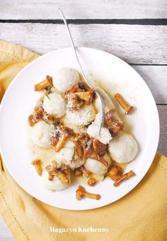 Gnudi z kurkami, rozmarynem i parmezanem. Kluski z twarogu i parmezanu podane z kurkami smażonymi z rozmarynem i czosnkiem w maślanym sosie. Gnocchi, Ricotta, Shrimp, Meat, Dinner, Food, Inspiration, Dining, Biblical Inspiration