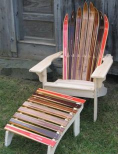 Adirondack chair, reclaimed wood DIY - Make this beautiful Adirondack Chair yourself! See this post for the Furniture Plans, instructions and supply list to build. Plans Chaise Adirondack, Adirondack Chairs, Outdoor Chairs, Deck Chairs, Recycled Furniture, Rustic Furniture, Outdoor Furniture, Furniture Plans, Furniture Outlet