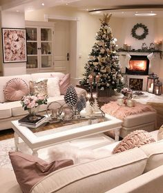 out Latest Bohemian Home Decor and Interior Design Tips - Latest Fashion Trend Christmas Tree Painting, Beautiful Christmas Trees, Days Until Christmas, Christmas Fun, Christmas Houses, Christmas Things, Cozy Living Rooms, Living Room Decor, Christmas Tree Decorations