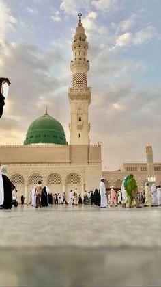 Al Masjid An Nabawi, Masjid Al Haram, Islamic Images, Islamic Pictures, Beautiful Mosques, Beautiful Places, Ramadan, Medina Mosque, Mecca Kaaba