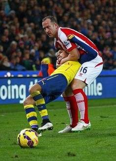 Stoke's dirty player Charlie Adam putting Arsenal's Alexis Sanchez in a HEADLOCK - Lucky to escape with just a yellow.