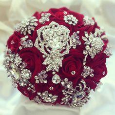 White Roses Wedding, Red Rose Bouquet, White Wedding Bouquets, Bridesmaid Flowers, Flower Bouquet Wedding, Gold Bouquet, Peonies Bouquet, Flower Bouquets, Wedding Dresses
