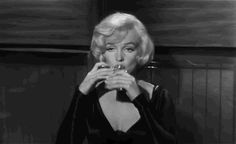 Cheers to thirsty girls and messy hair✌🏻 tovaritchvodka neverdrinkalone tovaritch vodka thursday vintage women girl marilynmonroe monroe marilyn cheers Some Like It Hot, Arte Marilyn Monroe, Photo Star, Movie Lines, Tv Quotes, Funny Movie Quotes, News Quotes, Funny Gifs, Aesthetic Gif