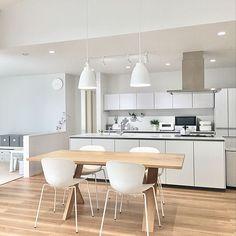 部屋のインテリア実例 Sariさん(Room No. 3647921)の部屋 | RoomClip(ルームクリップ) Home Interior Design, Minimalism, Kitchen, Table, Furniture, Dream Houses, Modern Living, Home Decor, Small Loft Apartments